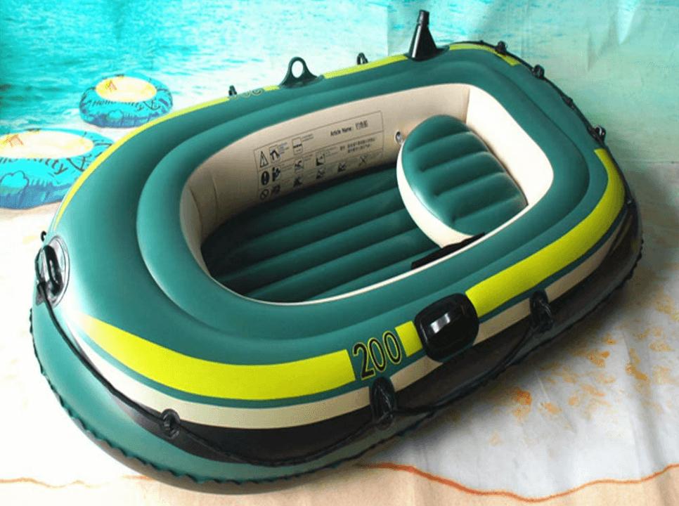petit bateau gonflable à moteur photo