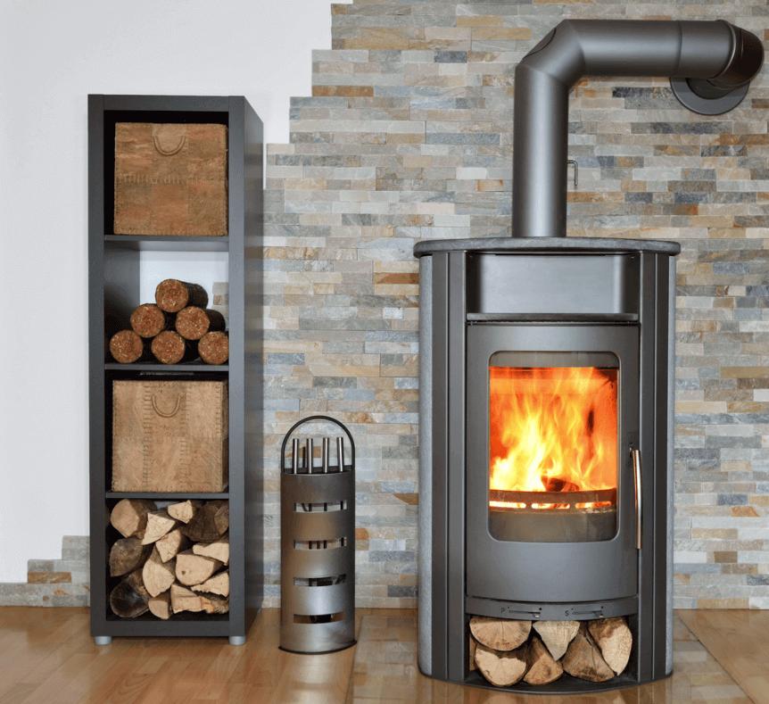 Allumer un feu de cheminée photo